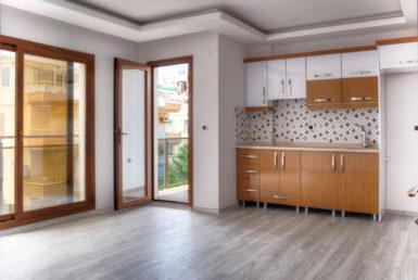 Didimde satilik daire Geniş pencereli, balkonlu mutfak ve salon