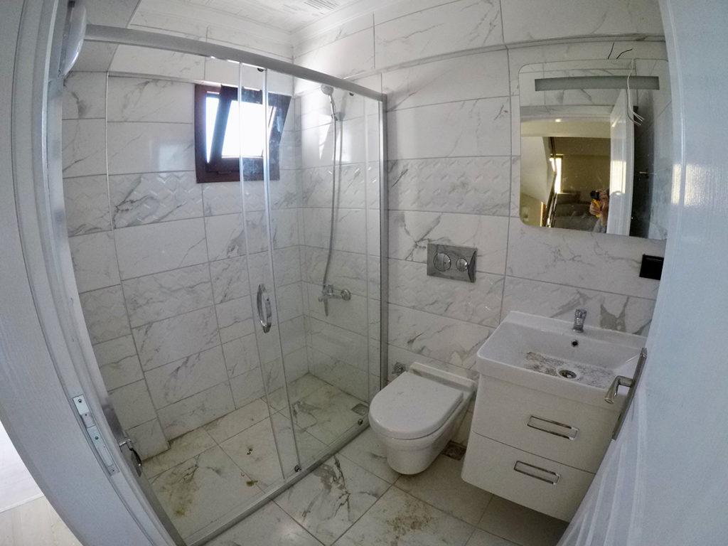 1. kattaki ortak banyo